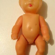 Papusa / papusica bebelus Aradeanca, anii 70, 11 cm, plastic cu cauciuc