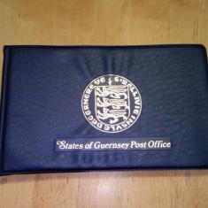 Lot timbre, clasoare, albume de colectie cu timbre Gurnsey si Isle of Man - MNH