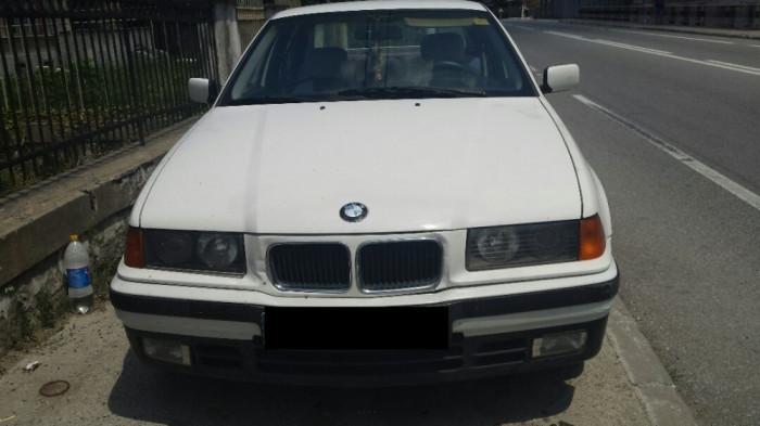 BMW 318i foto mare
