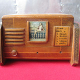 Caseta din lemn in forma de radio anii 50