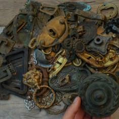 LOT 45 ORNAMENTE / DECORAȚIUNI VECHI DE MOBILIER ANTIC - ALAMĂ, BRONZ ȘI FIER! - Metal/Fonta, Ornamentale