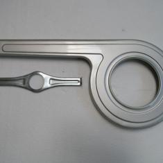Aparatoare foaie si lant, metal gri, 28