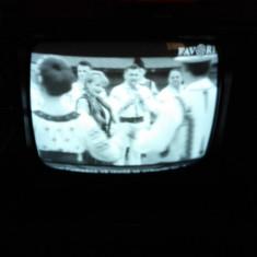 Televizor Vintage Universum alb - negru SK3237A - Televizor CRT