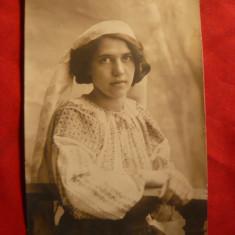 Ilustrata - Fotografie- Femeie in costum national 1910