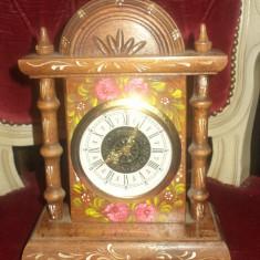 Elegant ceas de semineu, birou mecanic pictat manual