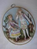 Frumoasa placheta din portelan german decorata cu doua figurine, Decorative