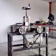 Utilaje fier forjat:masina de torsionat si masina pentru roluit - Masina de roluit