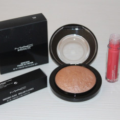 Set MAC - Pudra Iluminatoare + Gloss Huggable - Blush Mac Cosmetics