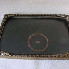 Rama veche frumos patinata cu sticla convexa - Rama Tablou, Decupaj: Dreptunghiular, Material: Aluminiu
