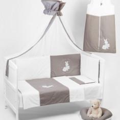 Lenjerie patut 4 piese cu broderie 120 x 60 Somn Usor Gri cu Alb BebeDeco - Lenjerie pat copii