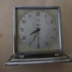 Ceas de masa defect pt piese nu are geam