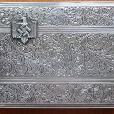 Tabachera nazista din argint de 900 marcat, pentru ofiterii germani, gravata