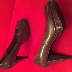 Pantofi H&M, grena inchis, lac, decupati in fata - Pantof dama H&m, Culoare: Visiniu, Marime: 39, Cu toc