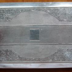 Tabachera din argint , interbelica ; 167 grame , gravata manual