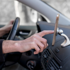 Suport auto magnetic pentru telefon mobil, GPS, tableta de la MaxMania