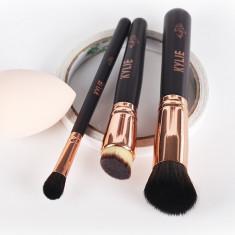 Kylie Set pt calatorii format din 3 pensule machiaj + BONUS buretel fond de ten - Pensula machiaj