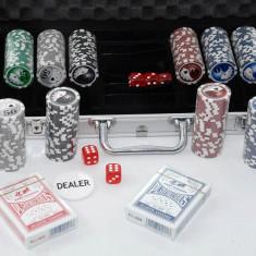 Set Poker si zaruri cu 300 jetoane in servieta din aluminiu - Nou - Carti poker