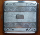 Tabachera din argint , interbelica , gravata manual ; 90 grame