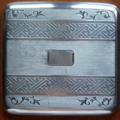 Tabachera din argint, interbelica, gravata manual ; 90 grame
