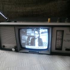 Combina vintage TV Radio Universum FK100R, an 1968, stare excelenta.