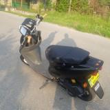 Vând Moto Scooter marca Honda