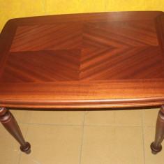 Masa antica pentru cafea din lemn in stare buna