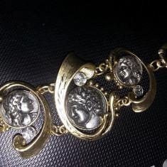 Bratara dama vintage cu monede antice in relief,stare perfecta