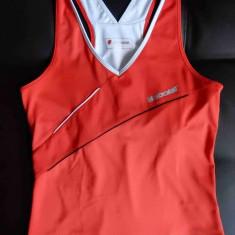 Tricou + top inclus Babolat. Marime L: 42.5 cm bust, 58 cm lungime; ca nou