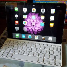Oferta! Vand iPad Mini 2 16GB Wi-Fi + Tastatura Logitech Ultrathin - Tableta iPad Mini Retina Display Apple, Gri