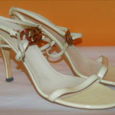 Sandale din piele naturala GUCCI originale marimea 39C - Sandale dama Gucci, Culoare: Crem, Marime: 39 2/3
