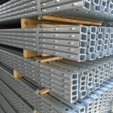 Stalpi gard metalici cu agatatoare
