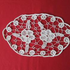 Mileu, laseta, servetel crosetat, mileu lucrat manual - decor interioare vintage