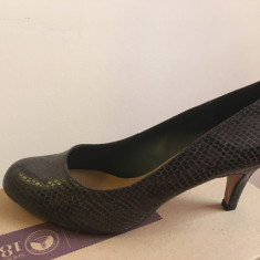 Pantofi Clarks Arista Abe - Dark Grey Syn - marime 39 (RO) - Pantof dama Clarks, Culoare: Din imagine, Cu toc