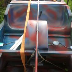 Barca agrement si pescuit - Barca cu motor