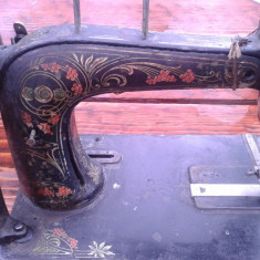 Masina de cusut veche, partea de sus .