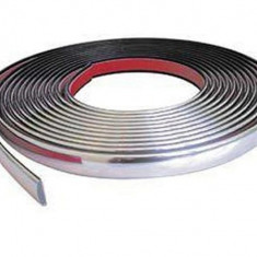 Rola banda cromata pentru decor auto 15 m X 1.2 cm COD 25