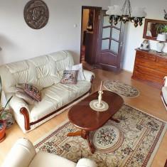 Canapea extensibila cu trei locuri, și două fotolii, stare f.buna