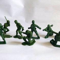 Lot 9 soldati plastic verde, colectie, decor, diorama, aprox 5.5cm