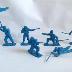 Lot 6 soldati plastic albastru, sprox 7cm, vintage, colectie