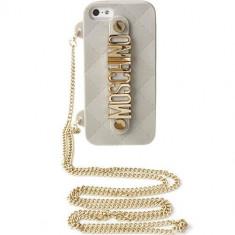 Husa Protectie Spate Moschino B7934 Gold Plated Alb pentru APPLE iPhone 5s, iPhone SE - Husa Telefon
