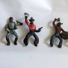 Lot 5 figurine cauciuc: 1 indian, 1 cowboy, 2 soldati si 1 sofer, cca 6cm