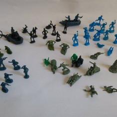 Lot soldati diversi miniaturi, plastic, cca. 2.5cm