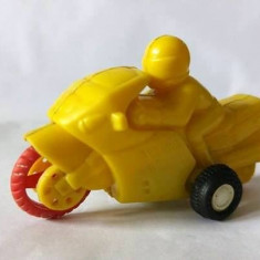 Jucarie veche, de colectie, motocicleta cu motociclist, plastic galben, 8cm - Vehicul