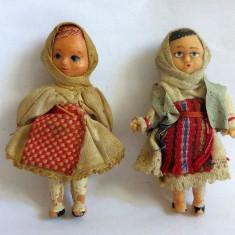 Lot 2 papusi (papusica mica) romaneasti vechi, in costum popular, 8cm, anii 80 - Papusa