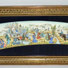 Lucrare grafica de origine persana, incadrata de rama cu intarsie Khatam