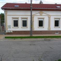 Spatiu comercial/ Birouri /Cabinet / Spatiu de locuit / Casa cu curte si gazon - Casa de inchiriat, Numar camere: 6, 250 mp, Suprafata teren: 500
