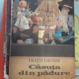 CASUTA DIN PADURE =FRATII GRIMM - Carte de povesti