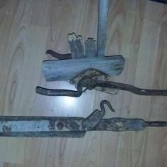 Zavor usa,balama poarta foarte veche.,incuietoare antica,maner poarta