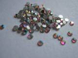 Set 100 cristale cu reflexii multicolore pt decorare unghii tip Swarovski 1,5mm