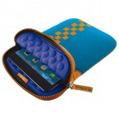 Husa tableta Trust 19695 Anti-shock Bubble Sleeve squares albastra pentru 7 - 8 inch